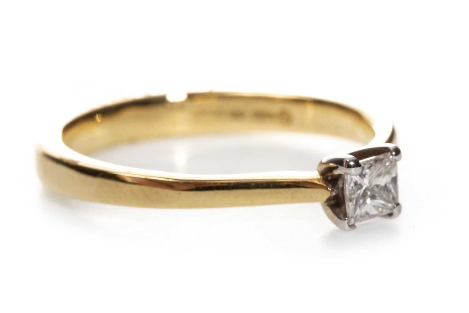 Lot 42-A DIAMOND SOLITAIRE RING