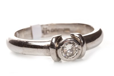 Lot 47-A DIAMOND SOLITAIRE RING