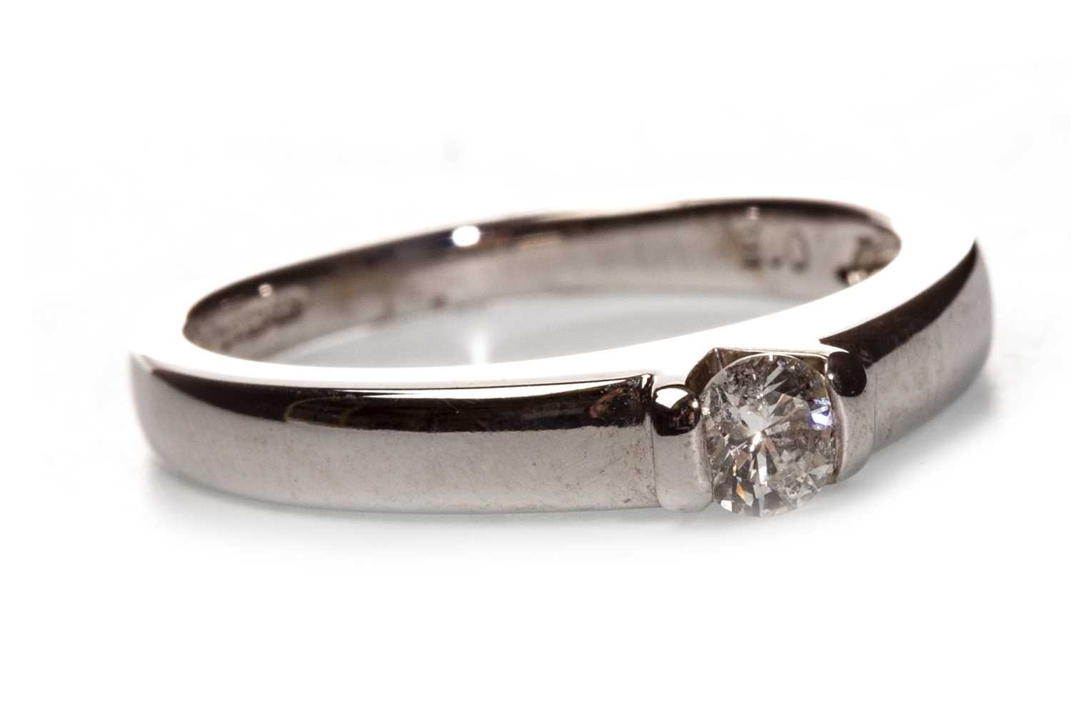 Lot 76-A DIAMOND SOLITAIRE RING