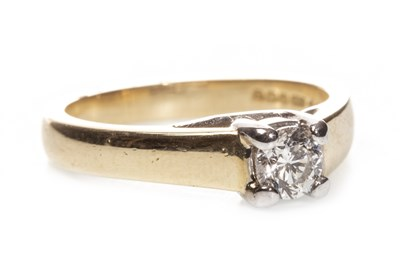 Lot 80-DIAMOND SOLITAIRE RING
