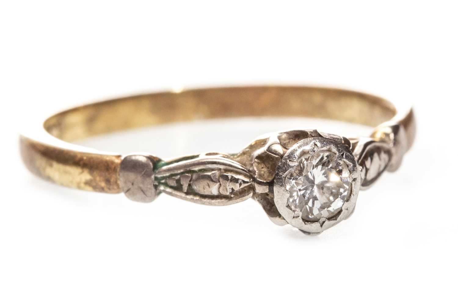 Lot 84-A DIAMOND SOLITAIRE RING