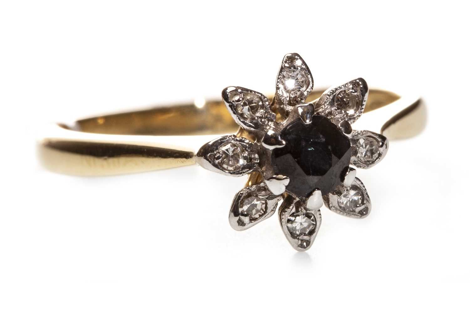 Lot 112 - A BLUE GEM AND DIAMOND RING