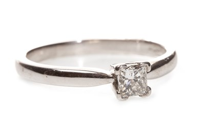 Lot 114-A DIAMOND SOLITAIRE RING