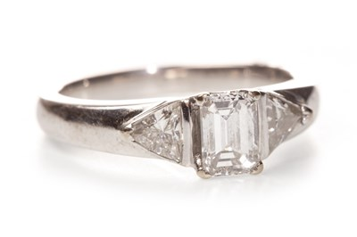 Lot 130 - A CERTIFICATED DIAMOND THREE STONE RING