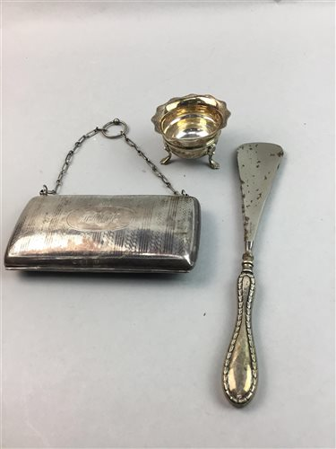 Lot 10-A GEORGE V SILVER PURSE, BUTTON HOOKS, SHOE HORN AND A PLATED SALT CELLAR