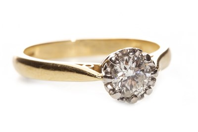 Lot 230 - A DIAMOND SOLITAIRE RING