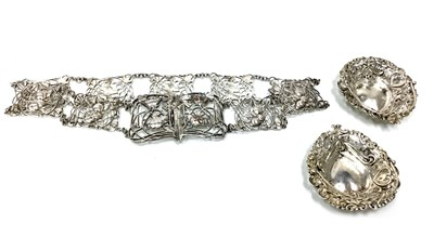 Lot 827-AN EARLY 20TH CENTURY SILVER BELT WITH TWO BASKETS