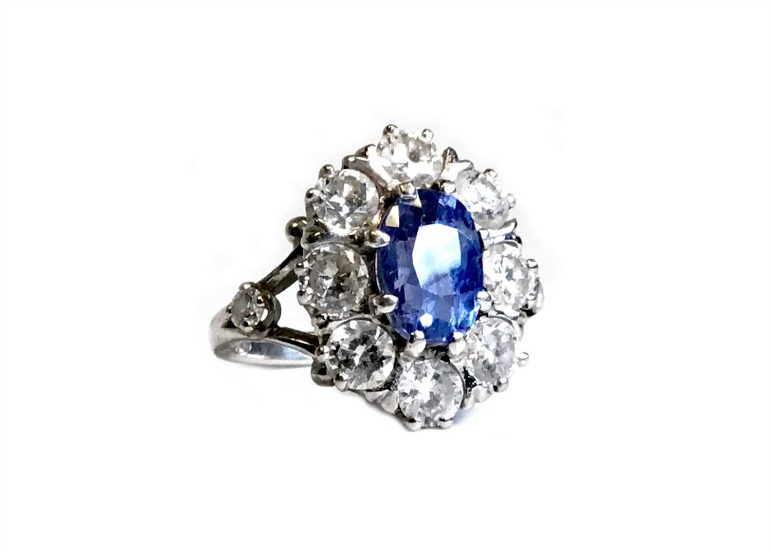 Lot 2-AN IMPRESSIVE CERTIFICATED NATURAL SAPPHIRE AND DIAMOND CLUSTER RING