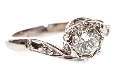 Lot 57 - A DIAMOND SOLITAIRE RING
