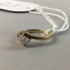 Lot 6-A LADY'S 9ct GOLD RING