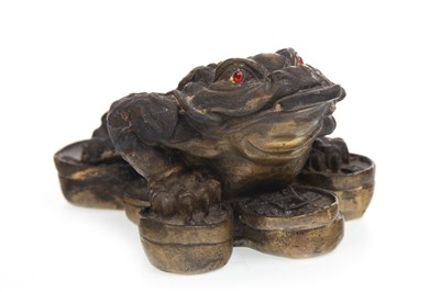 Lot 1012-A CHINESE BRONZE MONEY FROG