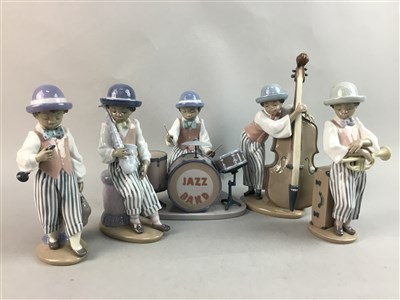 Lot 48-A LOT OF FIVE LLADRO FIGURES TO FORM A BAND