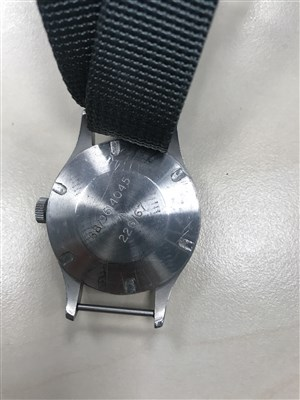 Lot 760-RARE: A GENTLEMAN'S SMITHS MILITARY ISSUE STEEL WATCH