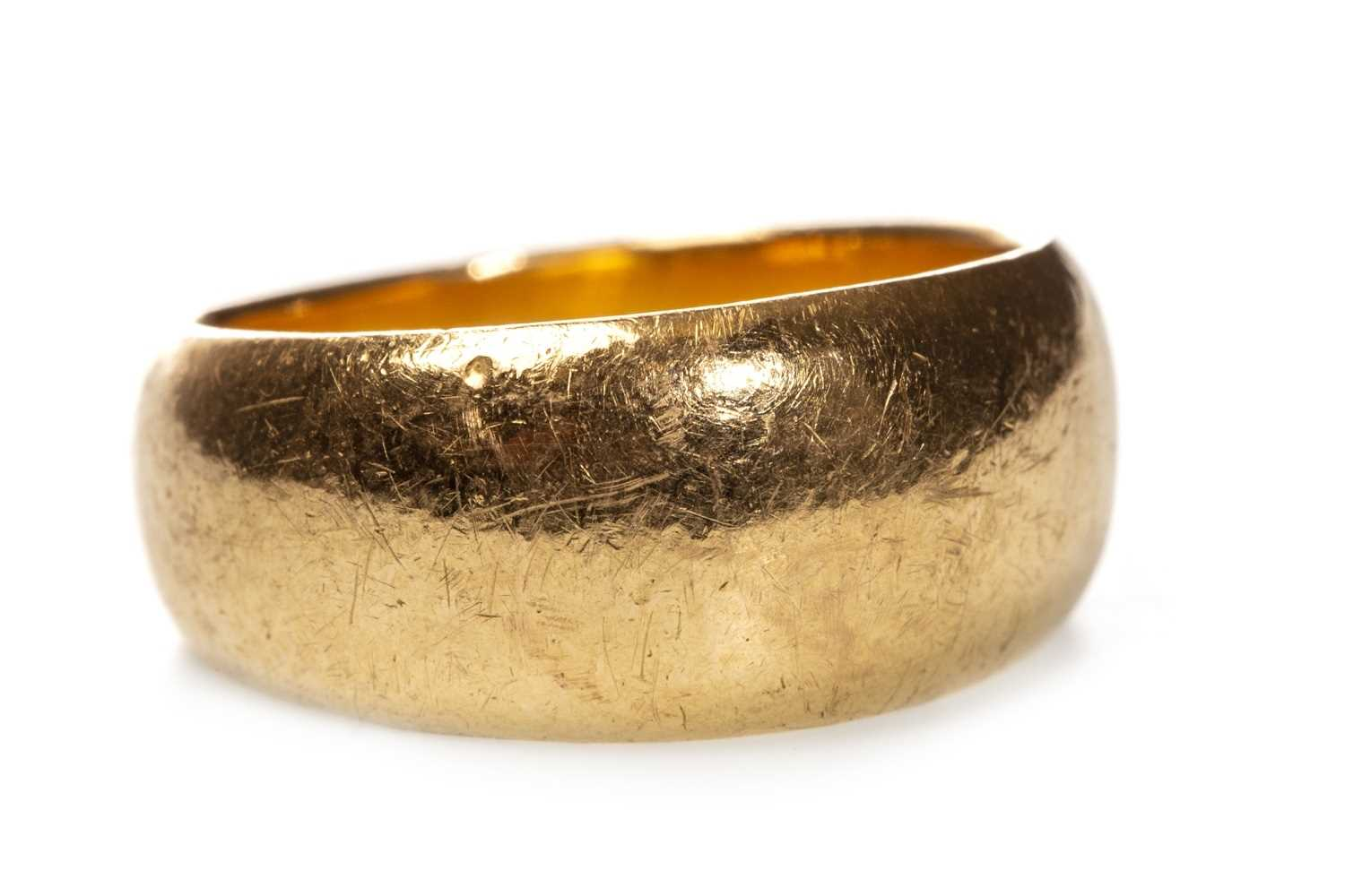 Lot 31 - AN UNMARKED WEDDING BAND