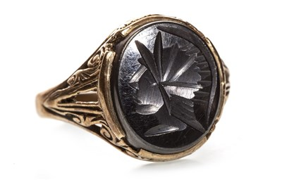 Lot 133 - A CARVED HAEMATITE SET RING