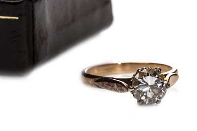 Lot 26-A DIAMOND SOLITAIRE RING