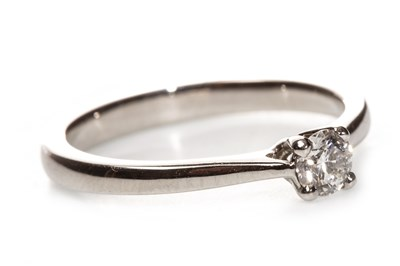 Lot 25 - A CERTIFICATED DIAMOND SOLITAIRE RING