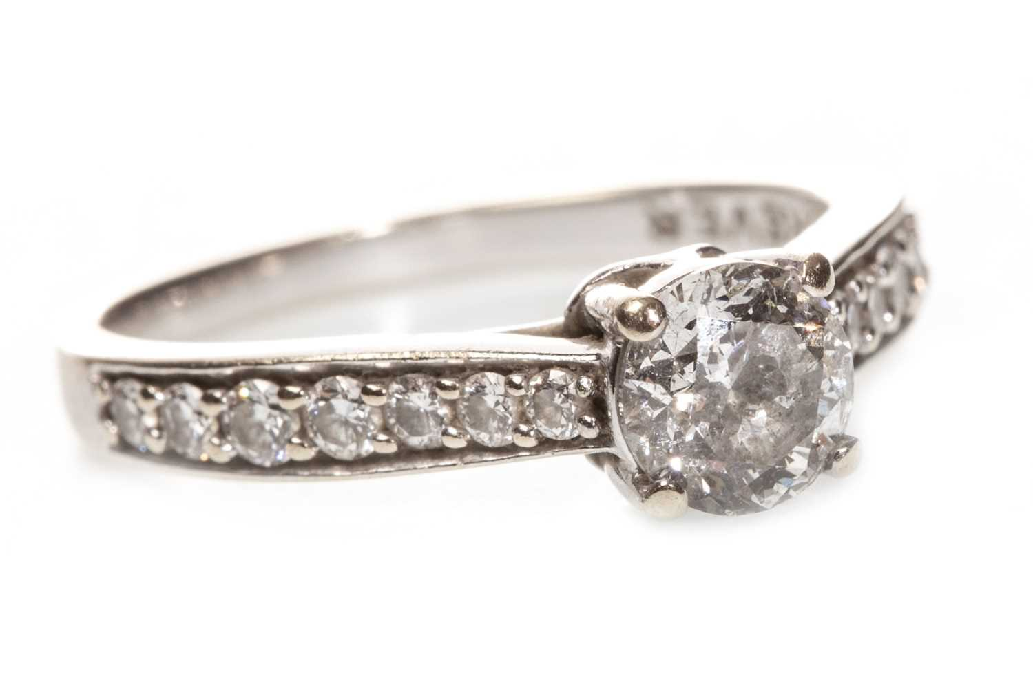 Lot 39-A DIAMOND SOLITAIRE RING