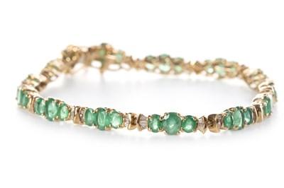 Lot 165 - A GREEN GEM AND DIAMOND BRACELET