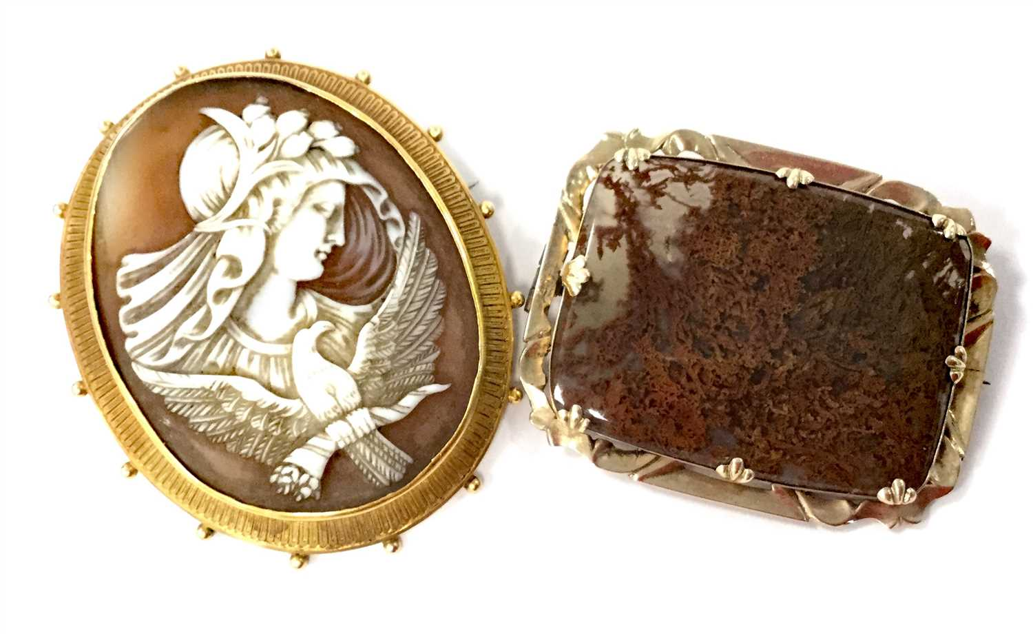 Lot 3 - A VICTORIAN AGATE BROOCH AND A VICTORIAN CAMEO BROOCH