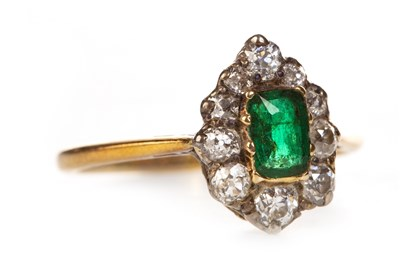 Lot 211 - AN EARLY 20TH CENTURY GEM AND DIAMOND RING