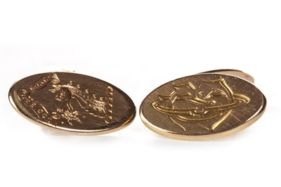 Lot 223 - A PAIR OF CUFF LINKS