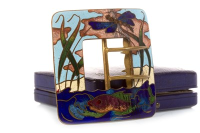 Lot 229 - AN EARLY 20TH CENTURY ENAMELLED BUCKLE