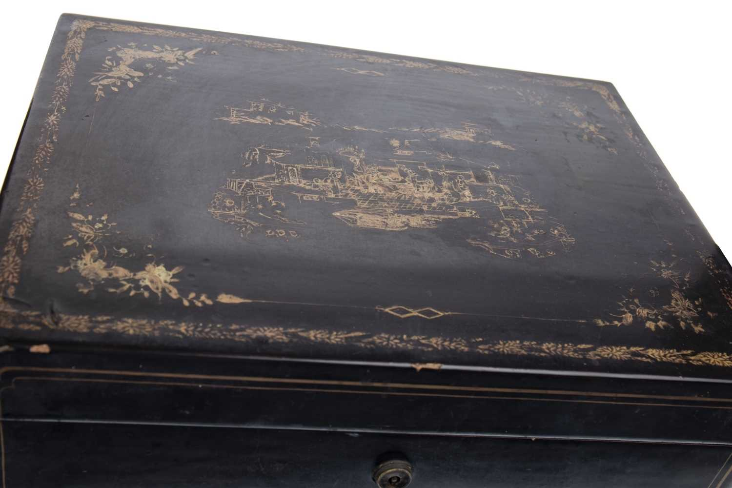 Lot 1010-AN EARLY 20TH CENTURY CHINESE LACQUERED TEA CADDY
