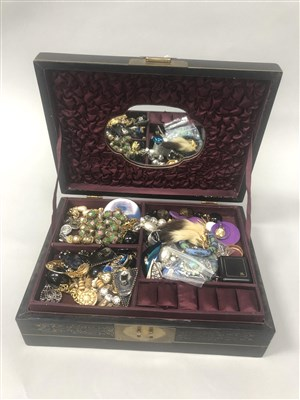 Lot 54-A GREEN AND WHITE GEM SET BROOCH AND A COLLECTION OF COSTUME JEWELLERY