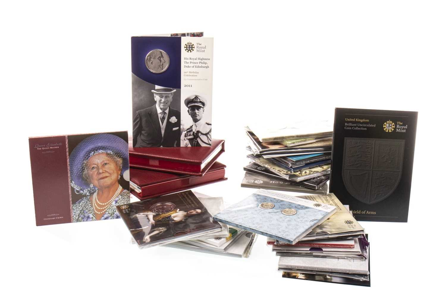 Lot 576-A LARGE COLLECTION OF VARIOUS UK COMMEMORATIVE AND COLLECTIBLE COINS