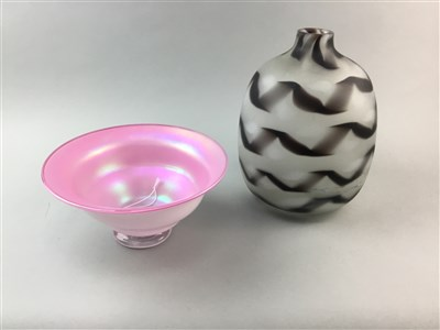 Lot 12-AN AMERICAN GLASS VASE AND BOWL