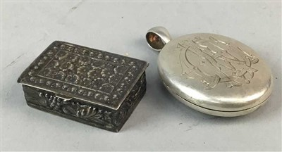 Lot 8-A VICTORIAN LOCKET AND A SILVER PILL BOX