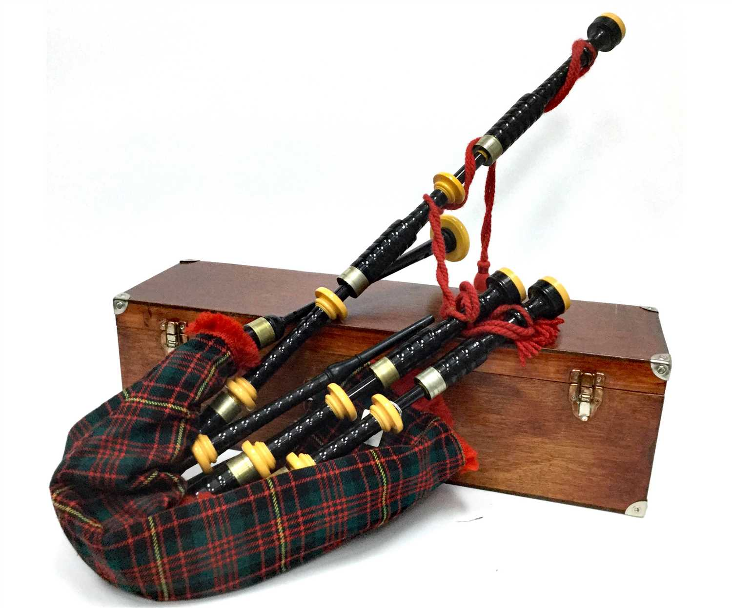 Lot 4-A SET OF HIGHLAND BAGPIPES BY KINTAIL