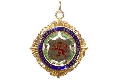 Lot 1940-BOBBY SHEARER 'CAPTAIN CUTLASS' OF RANGERS F.C. - HIS S.F.L. CHAMPIONSHIP GOLD MEDAL 1961