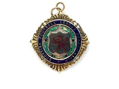 Lot 1947 - BOBBY SHEARER 'CAPTAIN CUTLASS' OF RANGERS F.C. - HIS S.F.L CHAMPIONSHIP GOLD MEDAL 1964