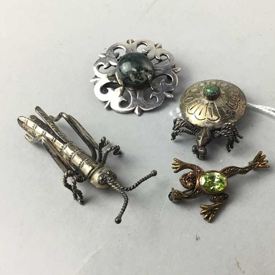 Lot 15-A LOT OF TWO INSECT MOTIF BROOCHES, A FROG MOTIF BROOCH AND ANOTHER BROOCH