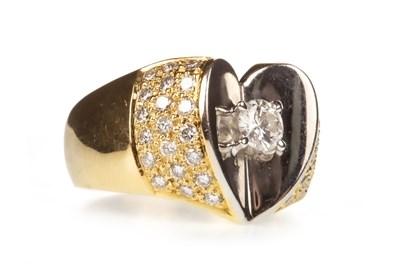 Lot 16-A DIAMOND DRESS RING