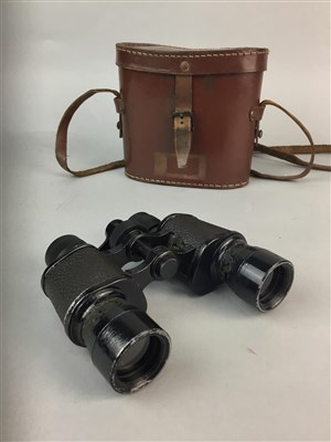 Lot 20-A PAIR OF EARLY 20TH CENTURY BINOCULARS IN LEATHER CASE AND GENT'S TOILET SET