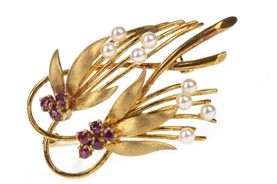 Lot 6-A 1960S GOLD BROOCH
