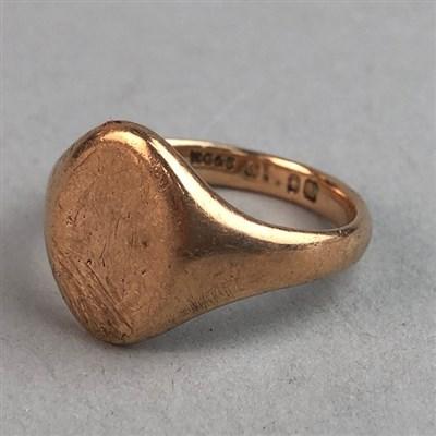 Lot 9-A NINE CARAT GOLD SIGNET RING