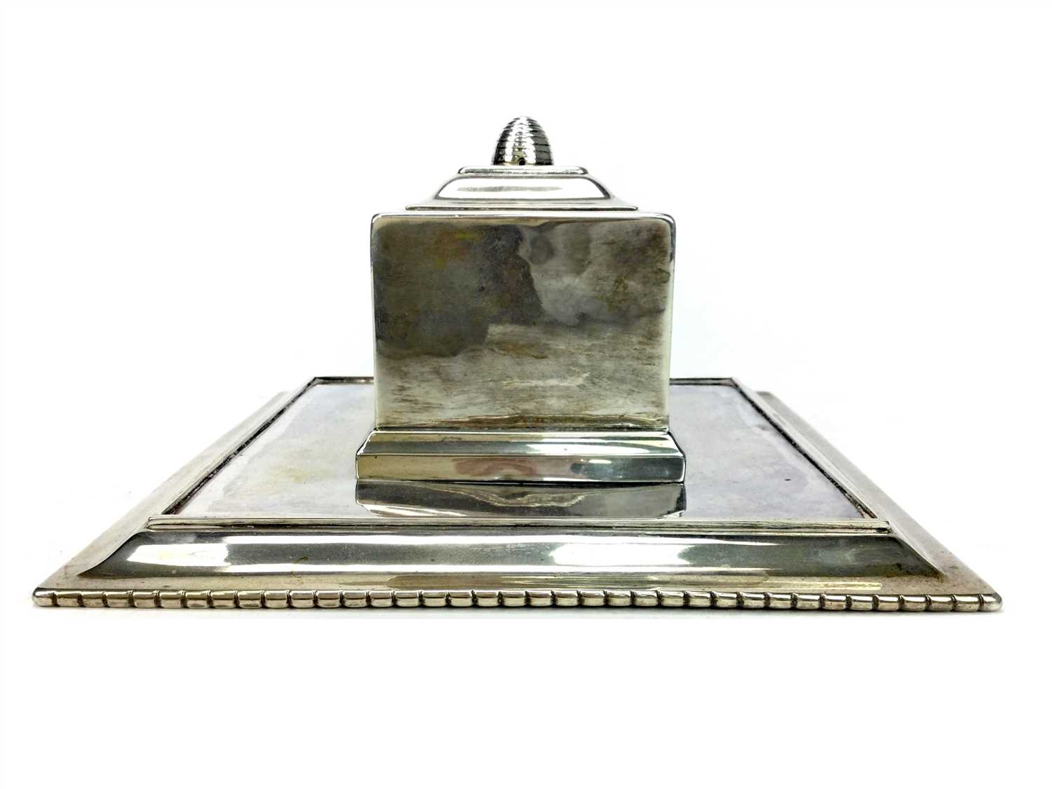 Lot 802 - AN EARLY 20TH CENTURY DANISH SILVER INKWELL BY M BALLINS
