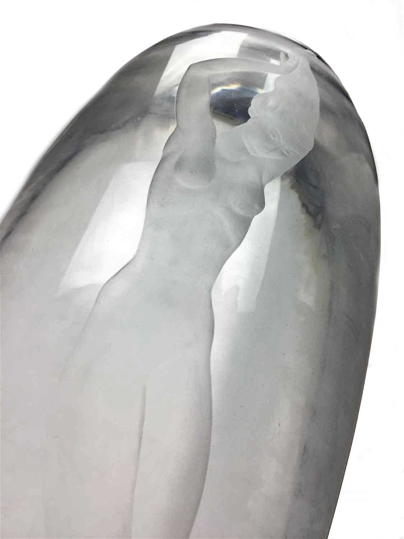 Lot 1217-AN ORREFORS GLASS VASE BY VICKE LINDSTRAND