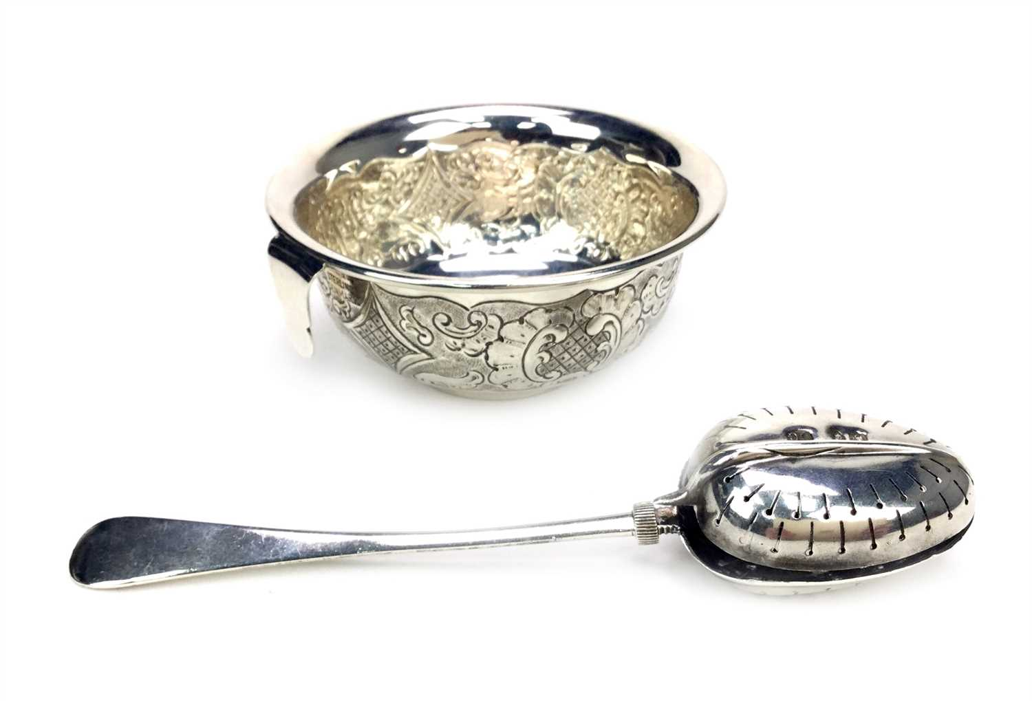 Lot 813 - A TIFFANY SILVER TEA STRAINER AND A TEAETTE TEA INFUSER