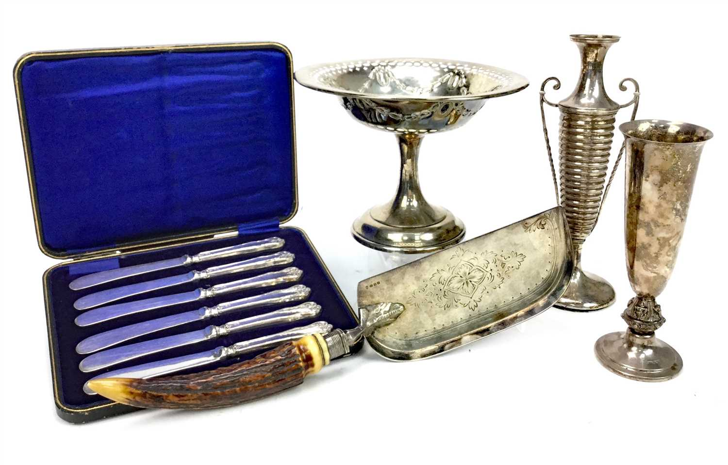 Lot 820 - A GEORGE V SILVER BONBON DISH AND OTHER SILVER TABLE WARE