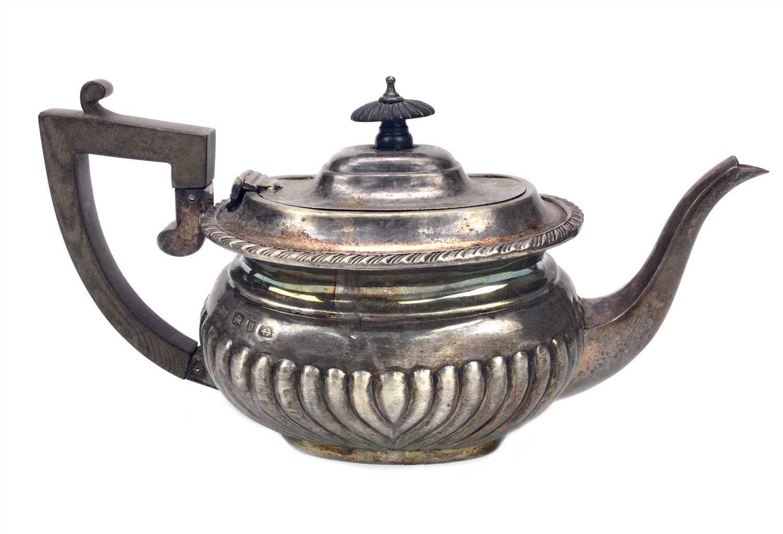 Lot 821 - A VICTORIAN SILVER TEA POT