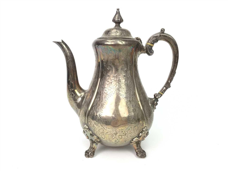 Lot 824 - A VICTORIAN SILVER TEA POT