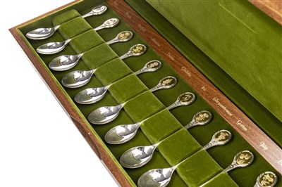 Lot 836 - A SET OF TWELVE ROYAL HORTICULTURAL SOCIETY SILVER SPOONS