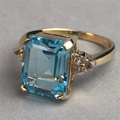Lot 311-BLUE AND WHITE GEM SET RING