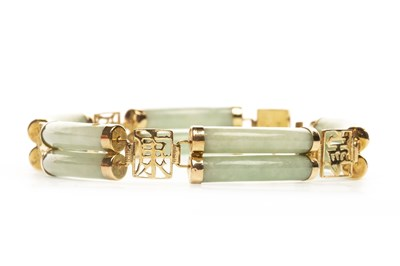 Lot 222-A GREEN HARDSTONE BRACELET