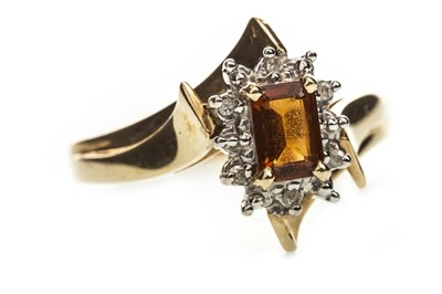 Lot 229-AN ORANGE GEM  AND DIAMOND RING